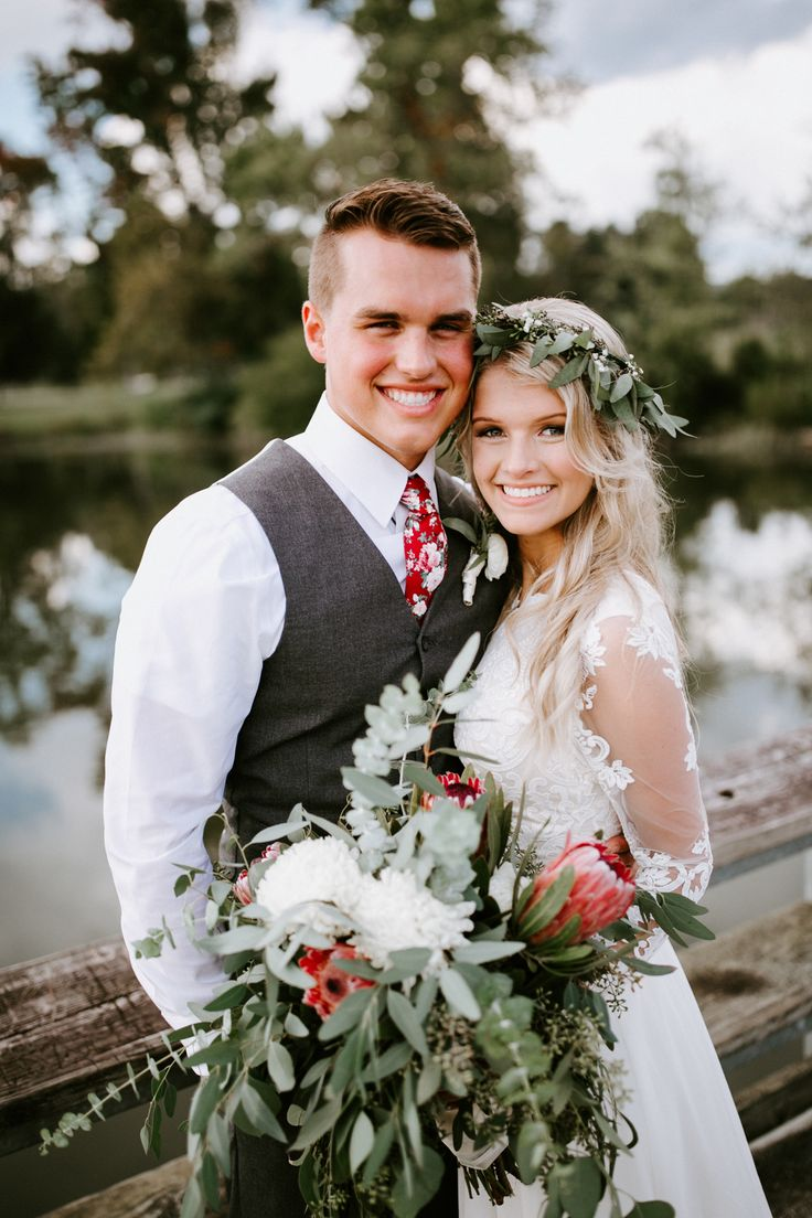 Wedding Photography Ideas Stunning Bride And Groom With Gorgeous Bouquet And Flower Crown Photography Magazine Leading Photography Magazine Bring You The Best Photography From Around The World