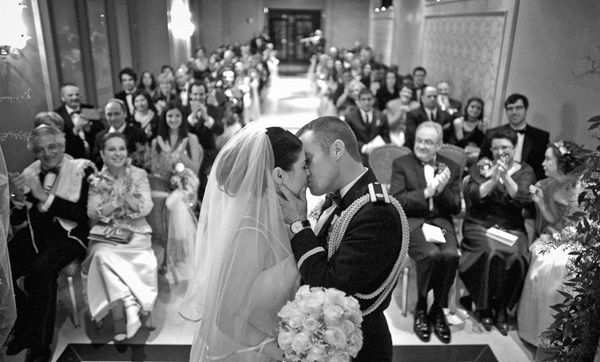 Wedding Photography Ideas Love This First Kiss View Ii Would Totally Prefer To Have My Family And Friends Photography Magazine Leading Photography Magazine Bring You The Best Photography From
