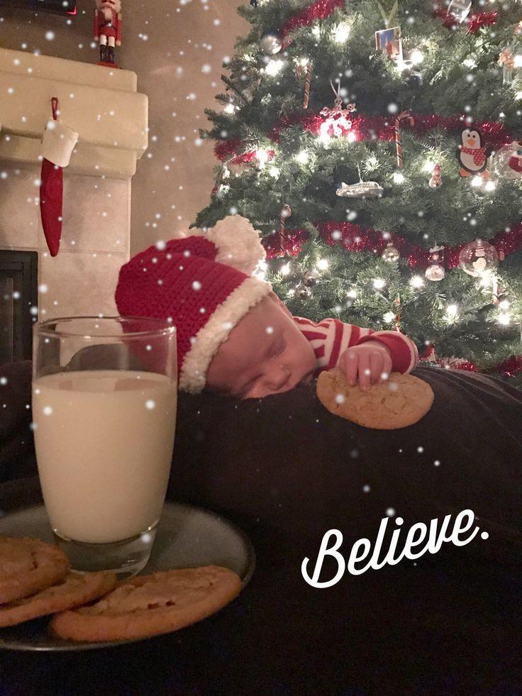 Newborn Photography Cute Baby S First Christmas Photo Idea Photography Magazine Leading Photography Magazine Bring You The Best Photography From Around The World